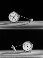 Като малки искаме да минава по-бързо времето. Като пораснем искаме времето да върнем. Коментари: 12 Гласували: 33