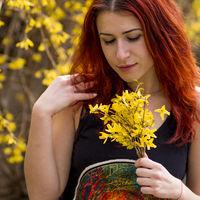 Жълти цветя и червена коса; comments:2
