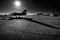 Български техници подготвят самолет L-39ZA за буксиране; comments:12
