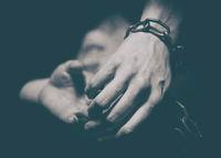Break the Chains; Коментари:2