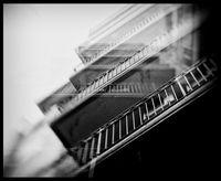 Захлупена под тежестта и динамиката на големия град..; comments:8