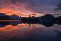 Запомнящ се изгрев над езерото Блед, Словения; comments:8