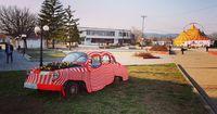 Ретро автомобил, който е превърнат в саксия и мартеница!; comments:2