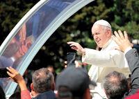 Посрещането на папа Франциск в София; comments:5