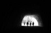 4 пещеряци; comments:1