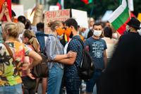 любов по време на протести; comments:2