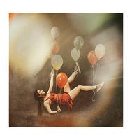 Анна-Валерия левитира с балони; comments:5