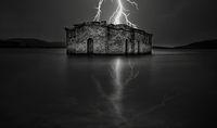 Потъналата Църква осветена от гръмотевица; Коментари:5