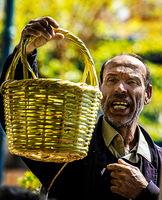 Продавача на кошници; comments:1