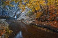 Водопад Сини вир: истинско водно бижу в полите на Котленския Балкан; comments:11