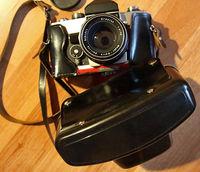 Продавам отлично запазен оригинален кожен калъф за фотоапарат Exaкta, който става идеално и за Praktika