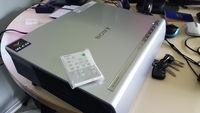Продавам проектор Sony VPL-CX120 3 LCD (720p 1080i,1024x768,3000 Lumens)