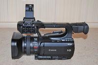 Продавам-Професионална видео камера-Canon XF100.
