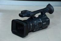 Продавам видеокамера Sony HDR-FX1000E