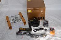 Продавам Nikon D90 +  18-105VR