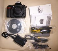 Продавам Nikon D300s + Nikon AF-S DX 12-24mm f/4G IF-ED + Nikon AF-S DX 17-55mm f/2.8G ED-IF + Nikon AF-S DX 18-55mm f/3.5-5.6G VR