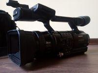 Продавам професионална видеокамера Сони Z1