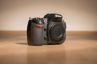 Продавам: тяло Nikon D300s кроп варианта на Nikon D700 - 600 лв. и оригинален грип Nikon MB-D10 за 250 лв.