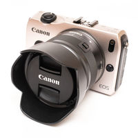 Canon EOS M + EF-M 15-45 IS STM