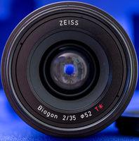 Продавам отлична ZEISS Loxia 2/35