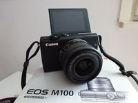 Фотоапарат : Canon M100 с китов обектив 15-45 мм