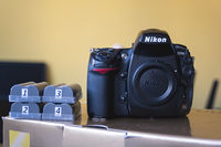 Продавам Nikon D700 тяло+много подаръци!