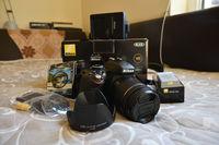 Nikon D3300 с обектив Nikon AF-P DX Nikkor 18-55mm f/3.5-5.6G VR и аксесоари