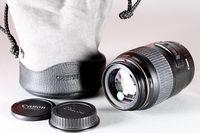 обектив Canon EF 100mm/f2,8 macro USM