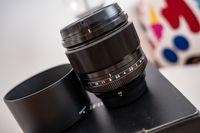 Продавам Fujifilm XF 56mm f/1.2 R