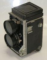 Средноформатен (6х6см) апарат Mamiyaflex (Mamiya C2)