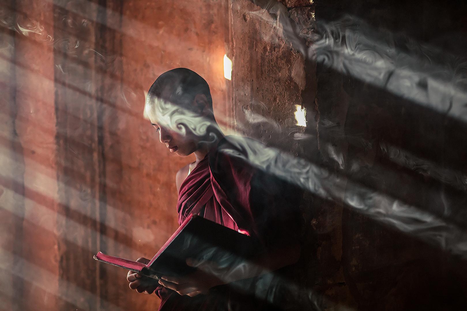 Млад монах - Баган, Мианмар от Dimitar Karanikolov - karanikolov