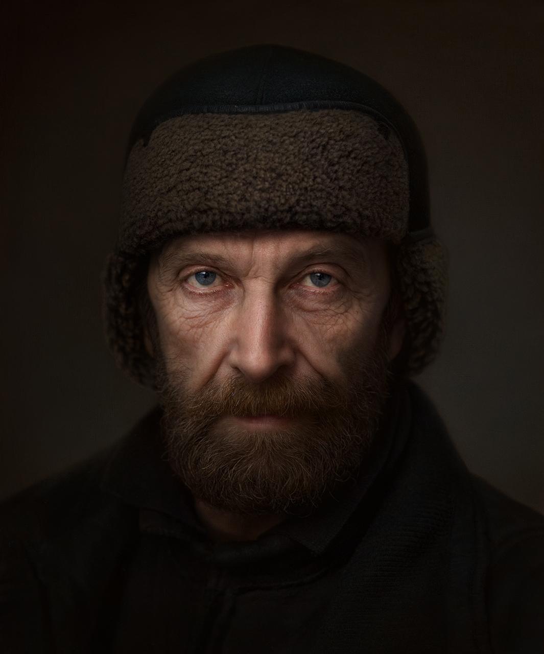 Портрет на мъж с шапка от Krassik Kolev - krassik