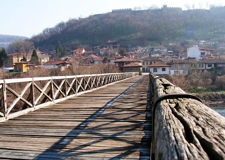 В подножието на крепостта - Владишкия мост