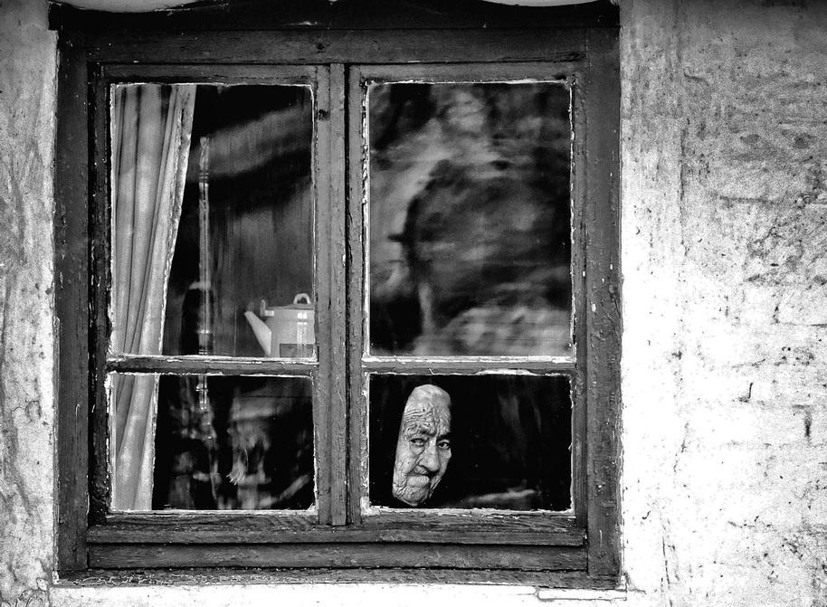 През прозореца! | Author hristo slavov - hrihri8 | PHOTO FORUM