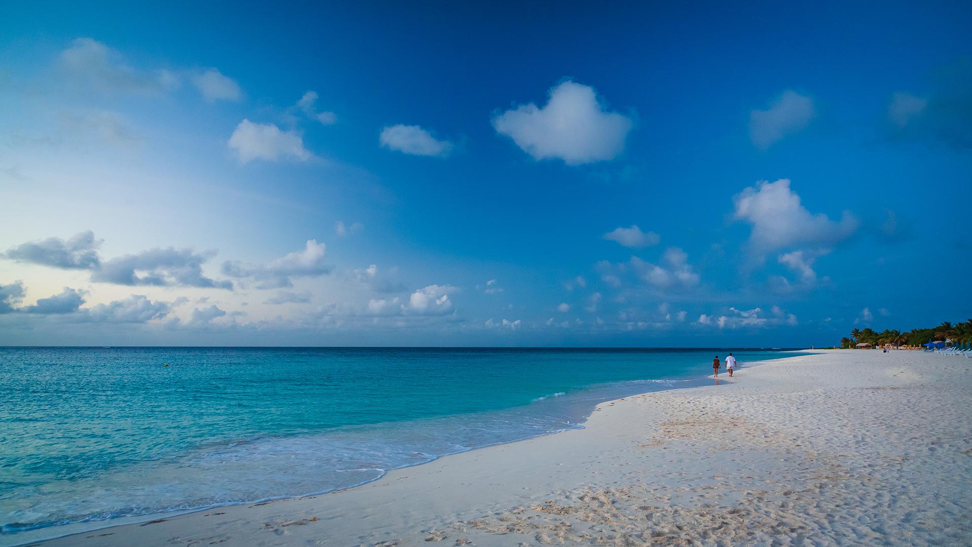 Blue hour shoal bay anguilla british west indies for Case in stile british west indies
