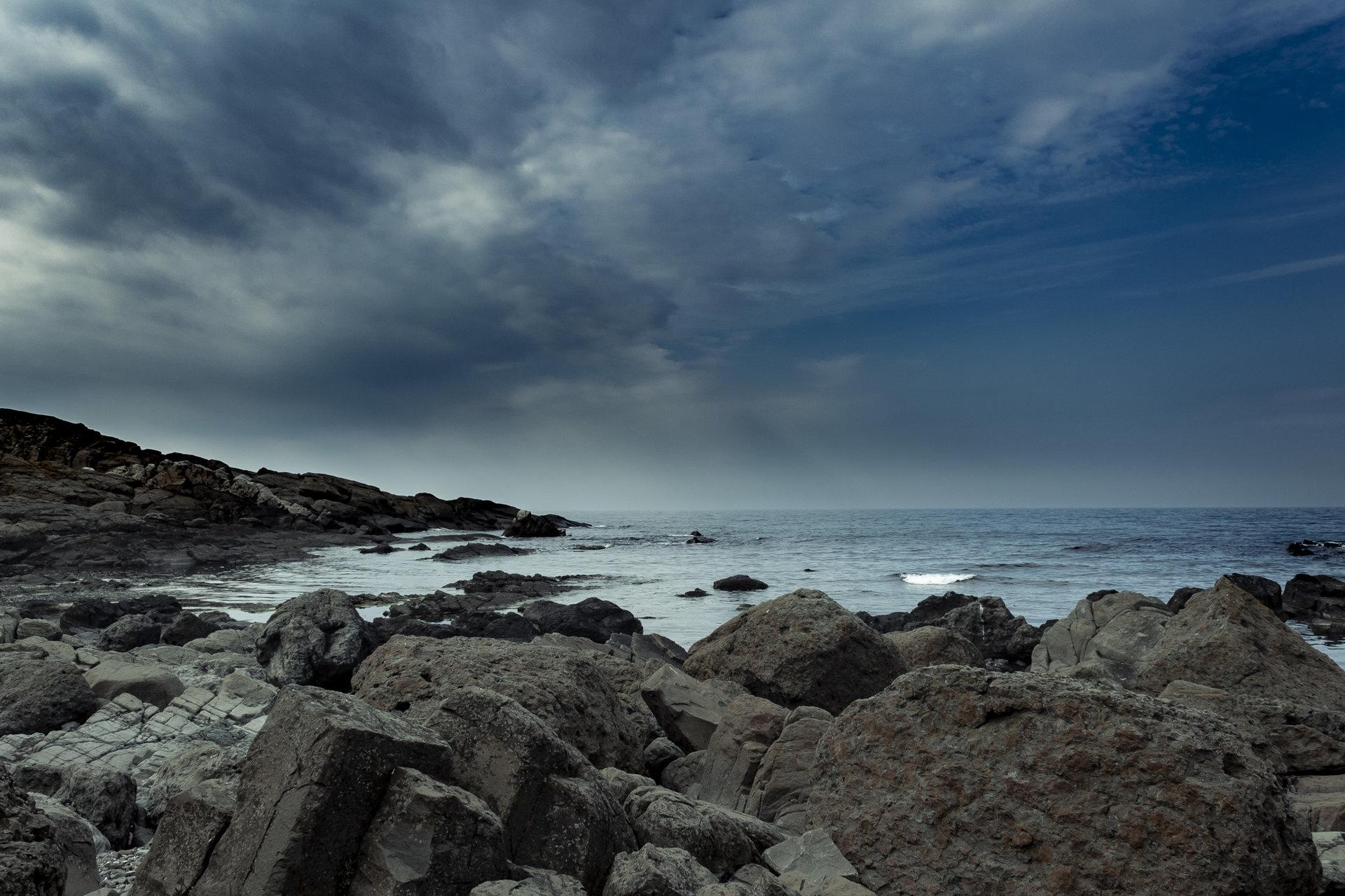 на скалистият бряг от Veselin Bonov - vbb_kal