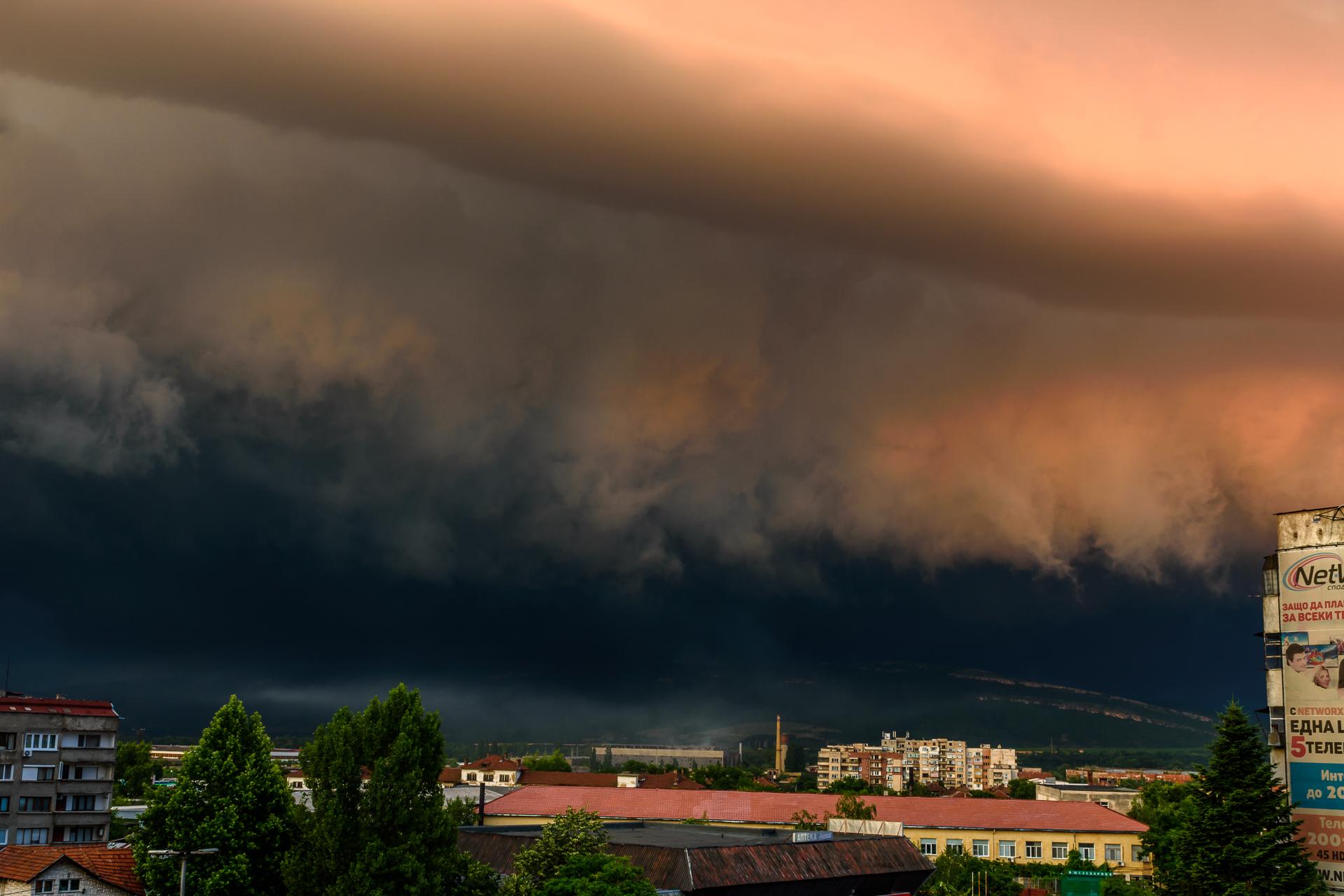 Буря над Монтана от Milen Mladenov - resco