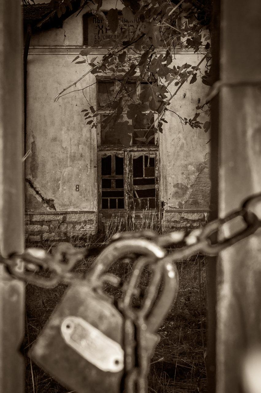 Изоставеното училище в с.Върбовчец от Milen Mladenov - resco