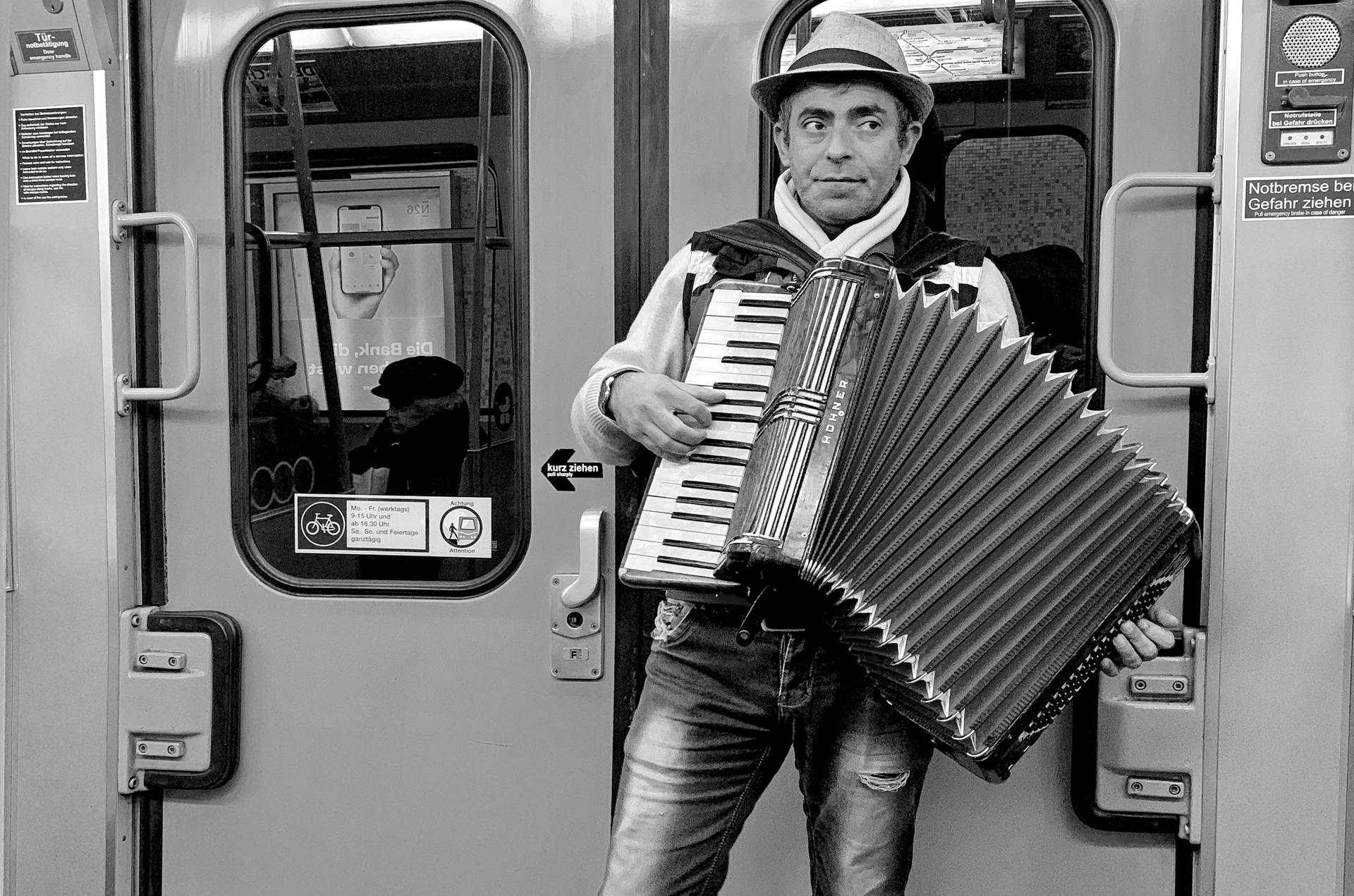 Музика в метрото от Marina Nizamska - marinizam