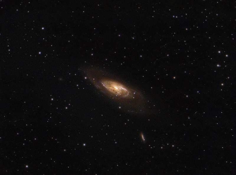 M106 - галактика в съзвездието Ловджийски Кучета   Author sektor   PHOTO FORUM