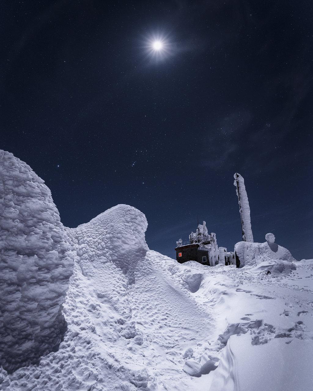 Черни връх, в компанията на Луната, Орион, Сириус и Плеядите | Author Mihail Minkov - takama | PHOTO FORUM