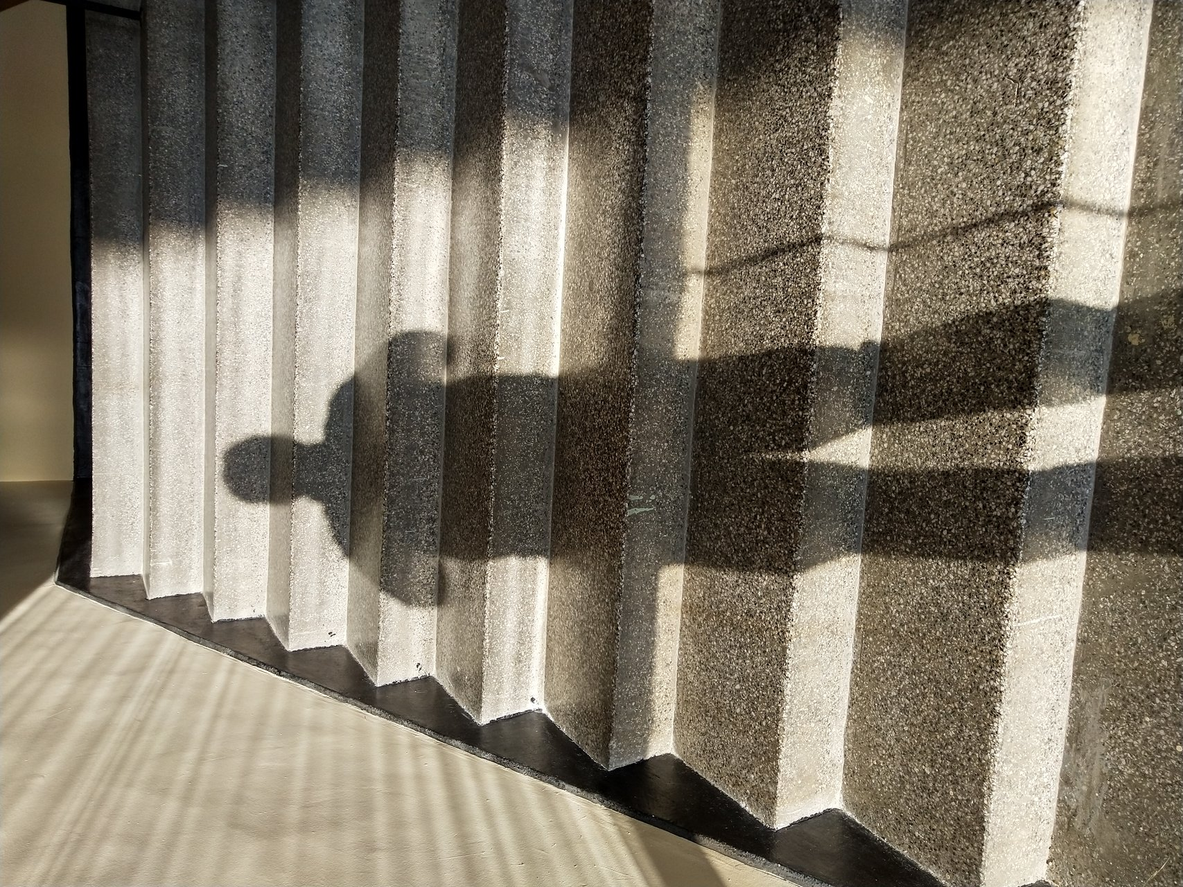В стълбището ме нападна слънцето.   Author Vladimir Mitov - Mechtatel   PHOTO FORUM