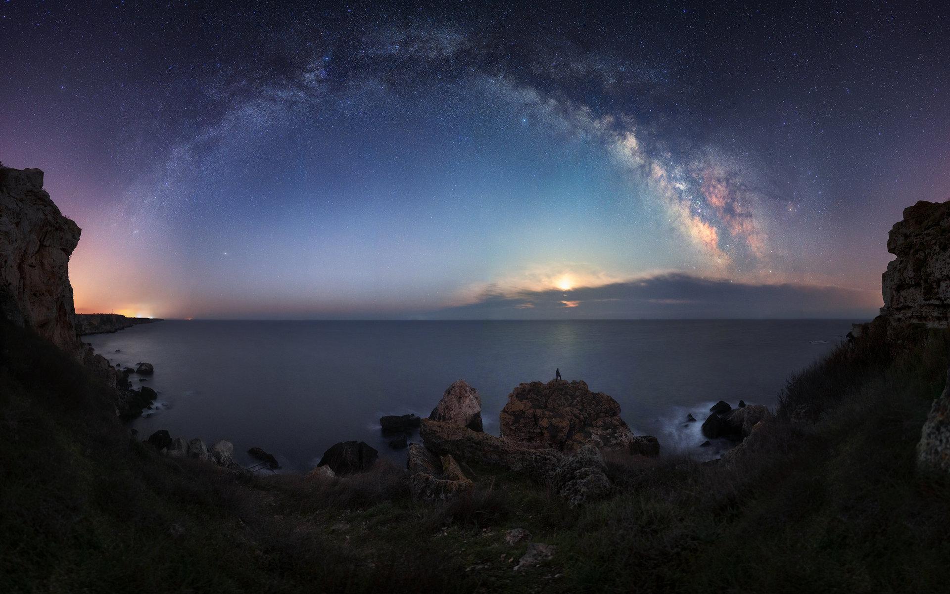 Лунен изгрев и арката на Млечния път през Април на Камен бряг. | Author Mihail Minkov - takama | PHOTO FORUM