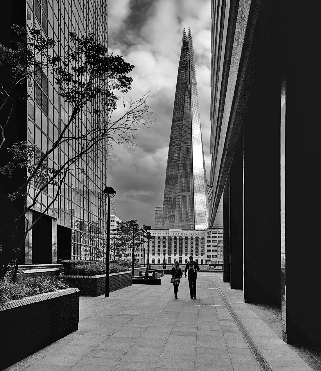 Двама в града | Author dim  - dimiliev | PHOTO FORUM