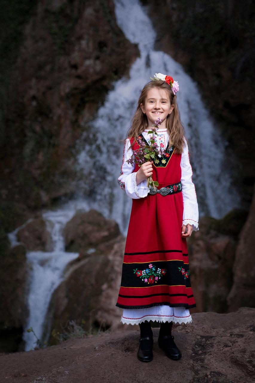 На водопада | Author Tsanko Darakchiev - The_Moon | PHOTO FORUM