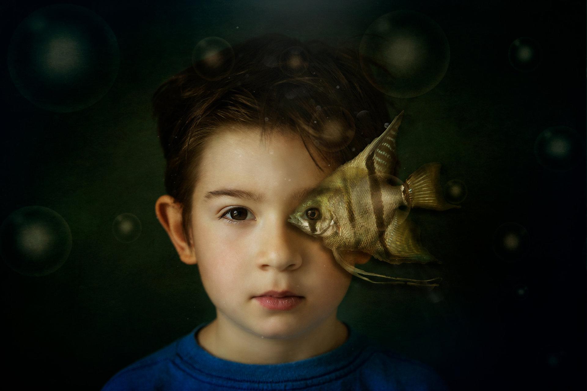 Момче с рибка | Author Mira Sh - мирка | PHOTO FORUM