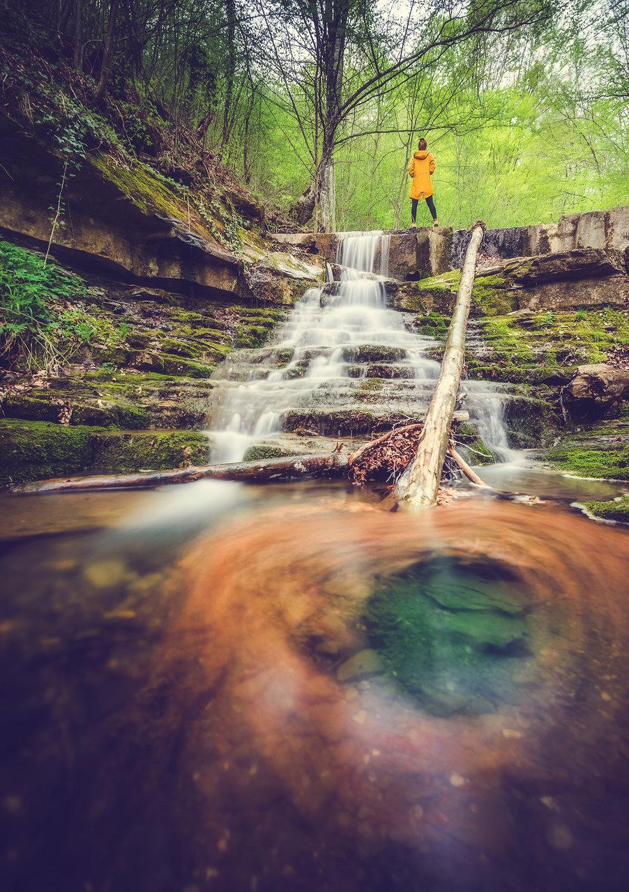 Пролетни води вихрят есенни листа...   Author Женя Маджарова-Петрова - Egwene_al_Vere   PHOTO FORUM