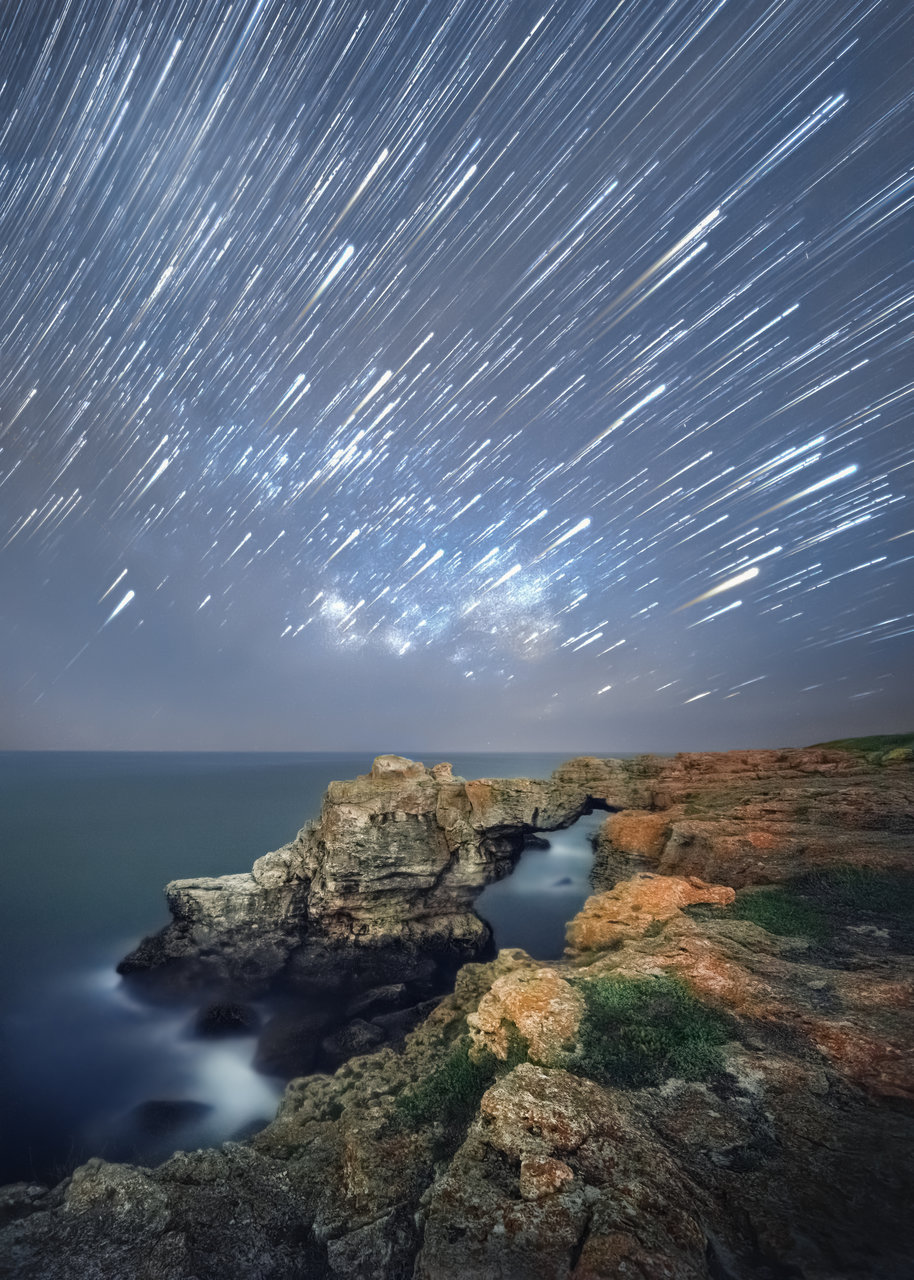 Нощното небе над арката | Author Slavi Zayakov - zslavi | PHOTO FORUM