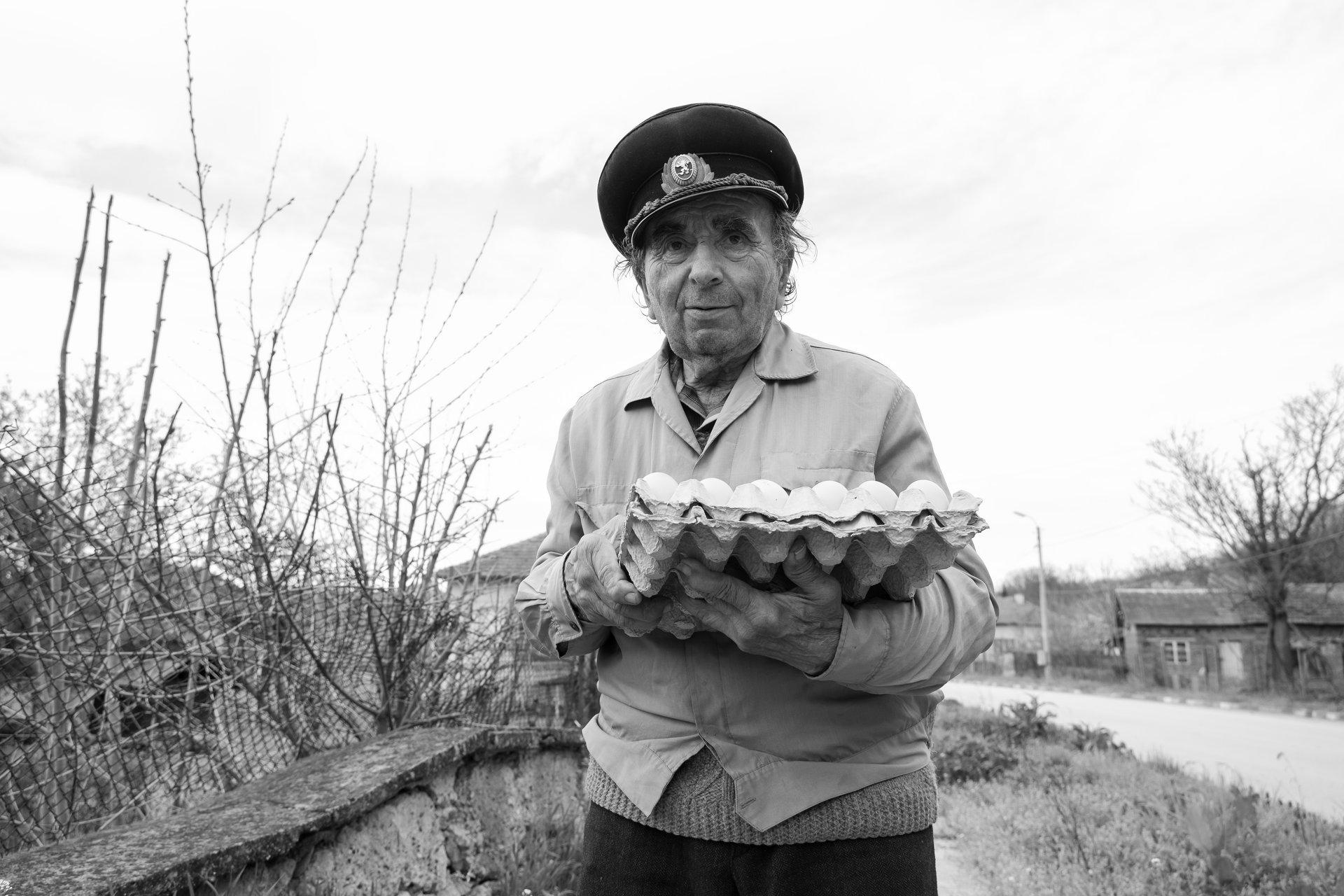 Старецът с яйца | Author Borislav Florov - bobsun1975 | PHOTO FORUM