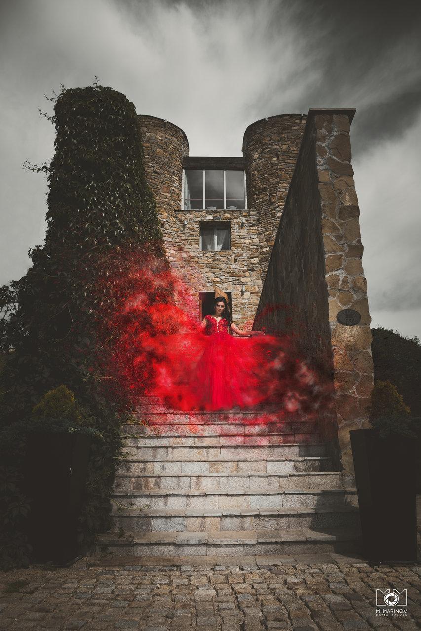 Тhe queen of the castle от Marin Marinov - cashbandit18